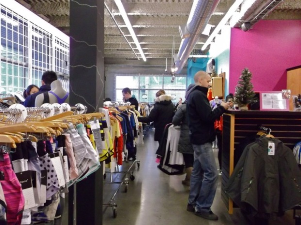 Lululemon Outlet - Vancouver - 4